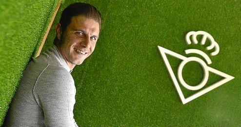 Joaquín posa para ESTADIO en la Ciudad Deportiva Luis del Sol.