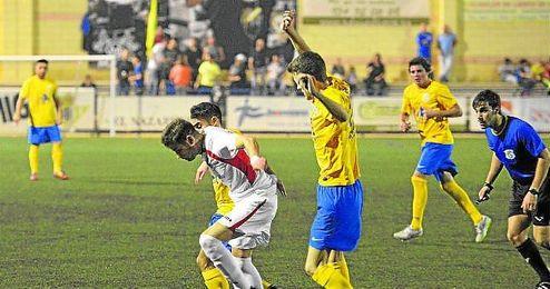 En la imagen, lance del encuentro disputado entre la Rociera y el Lora el pasado viernes 16.