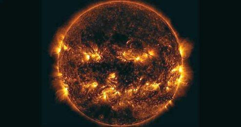 El Sol se suma a Halloween con la apariencia de una calabaza