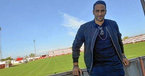 Adil Rami posa para ESTADIO Deportivo en la ciudad deportiva nervionense.