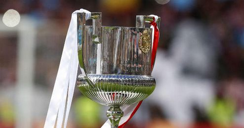 El trofeo de Copa.