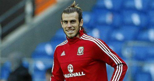 Bale entrenando con Gales.