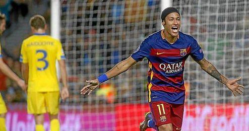 Neymar celebra uno de sus dos goles al BATE.