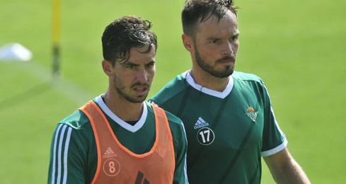 Rennela es baja para Málaga; Westermann sí está recuperado.