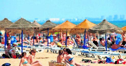 Las playas se volverán a llenar este fin de semana tras dispararse las temperaturas.
