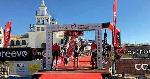 Raúl Delgado llegó el primero a la meta en El Roció del Doñana Trail Marathon.
