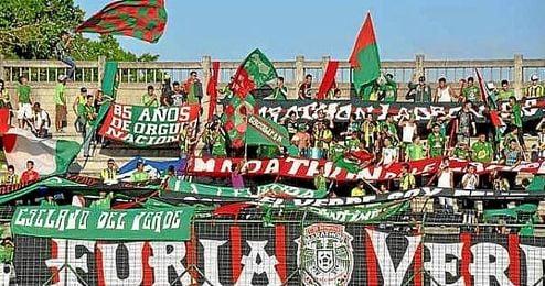 Ultras del Marathón de Honduras durante un partido.