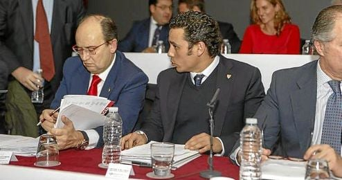 Castro y Del Nido Carrasco, en la junta de accionista del Sevilla del pasado año.