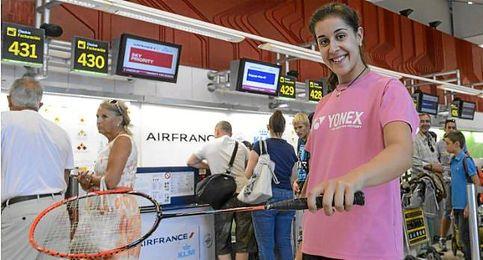Carolina Marín en el aeropuerto de Madrid.