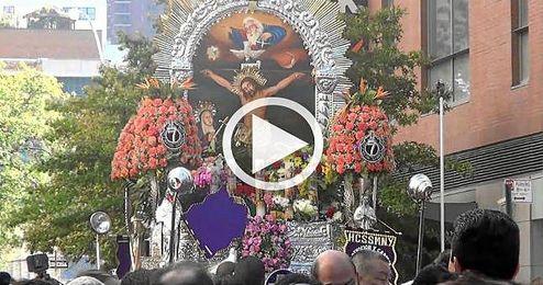 (VÍDEO) Una procesión recorre las calles de New York