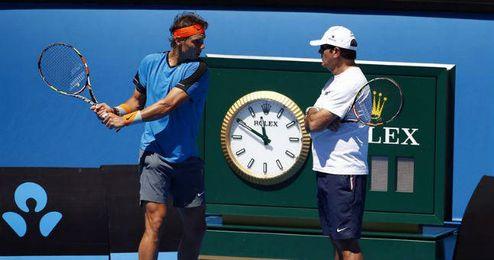 Rafael Nadal hablando con su tío y entrenador, Toni Nadal.