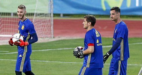 Rico, Casillas y De Gea, en la sesi�n de la Roja.