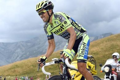 Alberto Contador en una etapa del Tour.