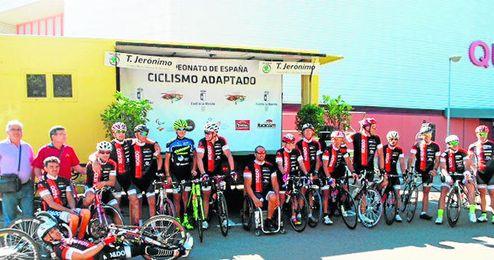 Equipo de ciclismo adaptado.