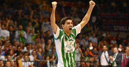 Paco celebrando un gol del Real Betis FSN.