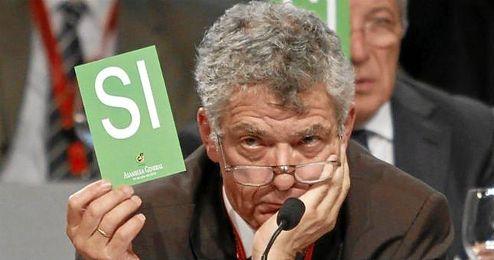 Ángel María Villar ha sido multado por el Comité de Ética de la FIFA.