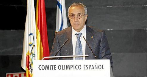 Alejandro Blanco durante un simposio de Prevención en el fútbol y en el Deporte.