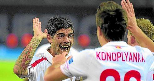 Banega, Konoplyanka y Krohn-Dehli, en la imagen celebrando un gol.