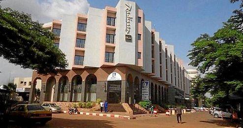 Imagen del hotel de Bamako que ha sido secuestrado.