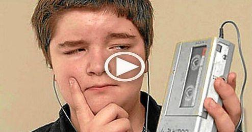 (Vídeo) Niños investigan el funcionamiento de un walkman
