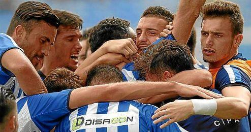 Los jugadores del Recreativo celebran un gol esta temporada.