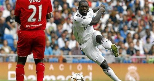 Clarence Seedorf en un partido benéfico con la camiseta del Real Madrid.