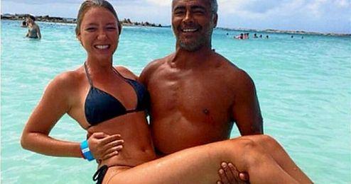Romario y Dixie, juntos en la playa de vacaciones.