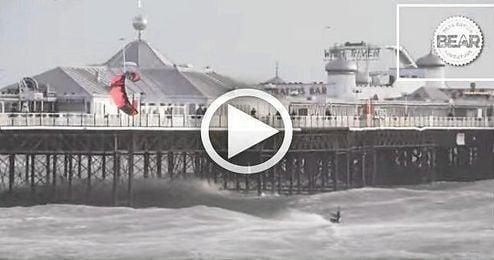 Lewis Crathern buscando el salto de un puente en Brighton.