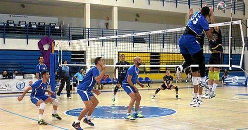 El partido se disputó en el pabellón de Melilla, el JJ Imbroda.