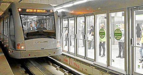 Imagen del Metro de Sevilla, que reforzar� su l�nea en Navidad.