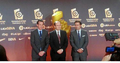 Unai Emery ha acudido a Barcelona acompa�ado del presidente, Jos� Castro.