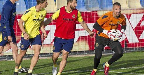 Sergio Asenjo, en un entrenamiento con el Villarreal.
