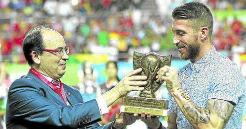 Sergio Ramos ya fue homenajeado por el club de Nervión.