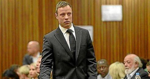 Pistorius, en la imagen antes de ser sentenciado, sabrá este jueves si vuelve a la cárcel.