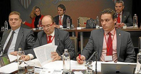 Castro y Del Nido Carrasco, en una junta de accionistas.