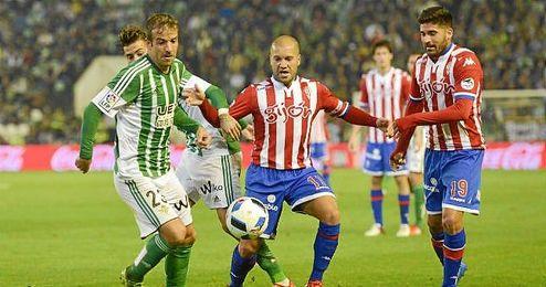 """Van der Vaart se mostró """"contento"""" por su actuación ante el Sporting."""