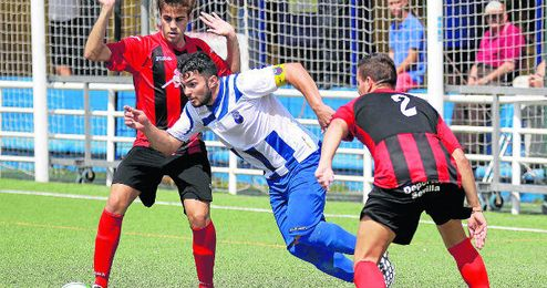 Finidi fue uno de los puntales del Nervión la pasada temporada para volver a Primera Andaluza.
