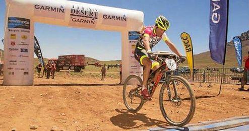 El ganador de la Titan Desert 2015 arrasa en las pistas cubanas.
