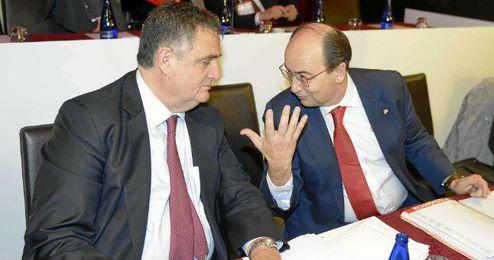 El consejero del Sevilla, Juan Luis Villanueva, junto al presidente, José Castro.