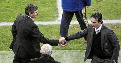 Juande Ramos y Unai Emery se saludan tras un encuentro.