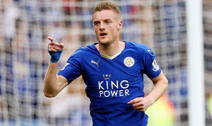 Vardy celebrando un gol con el Leicester City.