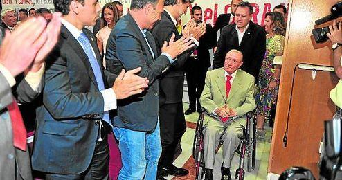 Roberto Al�s, durante el homenaje que le realiz� el club hace unos a�os.