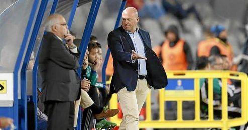 Pepe Mel, en la banda del Estadio de Gran Canaria.