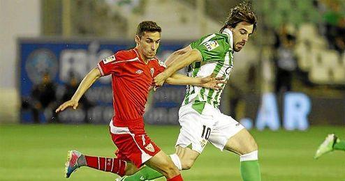 Imagen del derbi de la temporada 12/13 con Navas y Beñat.