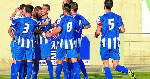 El Estrella San Agustín celebra un gol ante el Montalbeño, primer encuentro con Cisco en el banquillo.