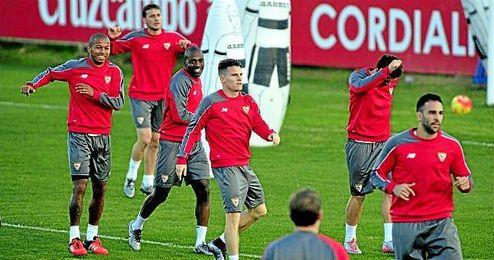 Los jugadores del Sevilla, en un entrenamiento.