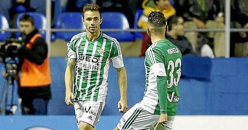 Rubén Castro celebra con Varela su gol anotado ante el Levante