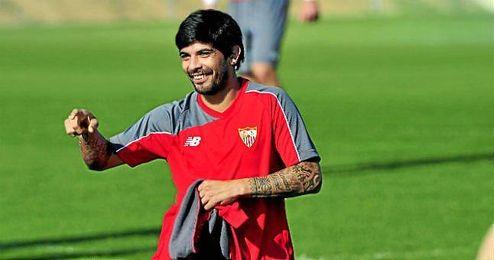 Sevilla y Banega negocian la renovación del argentino, que desde Italia intentan torpedear.