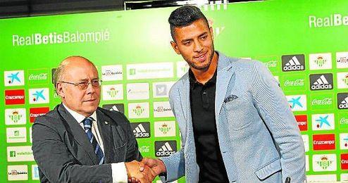 Amro Tarek, el día de su presentación como jugador del Real Betis.