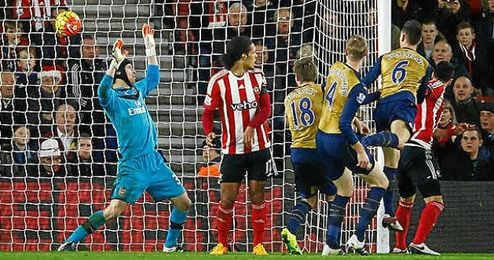 El Arsenal cay� estrepitosamente ante el Southampton.